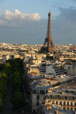 Vášnivo dráždivý francúzsky prízvuk, kľukaté uličky